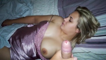 Woke the girl up in the middle of the night for a Blowjob.