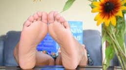 Candid Feet: Chubby Asian Soles