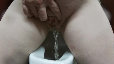She pees in men's room urinal 2