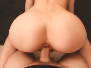 Beauty with perfect ass jumps on cock Hommade amateur