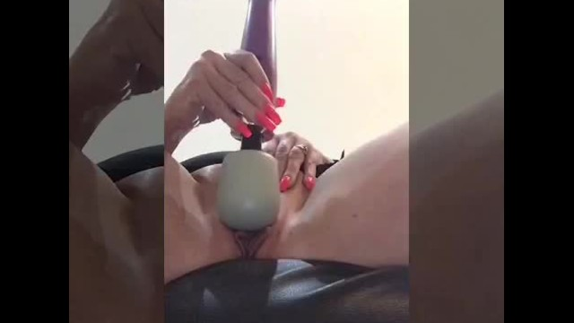 Annabel squirts with new DOXY plug in toy