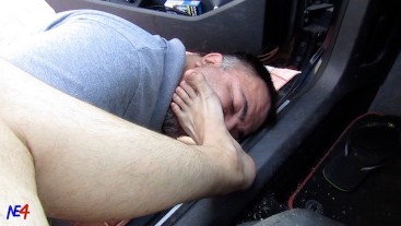 feet strret - young master gets his feet licked in the car