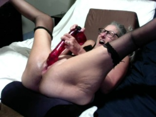 Hot MILF Plays With inch Dildo Has Big Orgasm Squirts Down Her Pussy