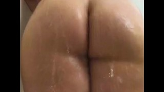 BBW BOUNCES FAT ASS IN SHOWER