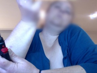 BBW MILF GETS HIGH WHILE BEING FINGER FUCKED & GUSHES SQUIRTS ON FLOOR