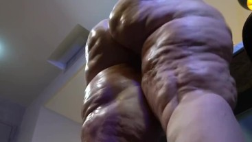 Oiled up ass clapping BBW cellulite