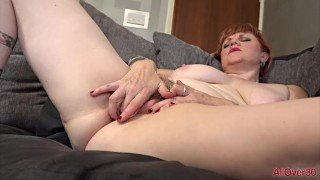 Hot Hairy Redhead MILF Modne Sexet Velvetina Fox på AllOver30