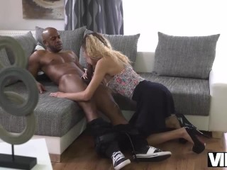 VIPK Monique Woods decides to spread legs for her future boss