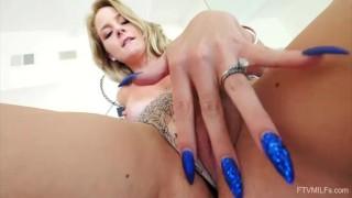 Sexet Blonde MILF Lisey Sød Offentlig Nøgenhed Gaping og Mere