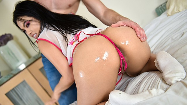 LittleAsians - Hot Asian Babe Shows Off Her Sexy Curves