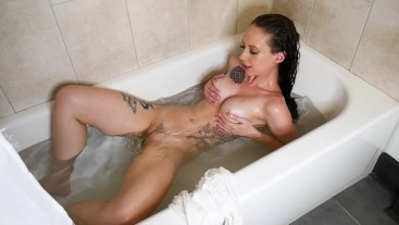 Bathtime Body Exploration and Squirting