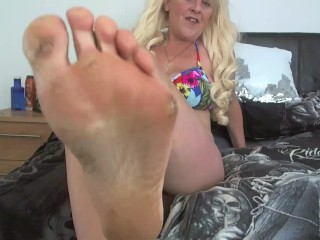 EAT my dirty smelly sweaty feet