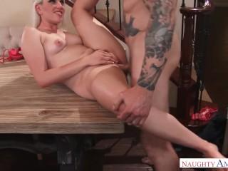 Naughty America – Niki Snow fucking in the table