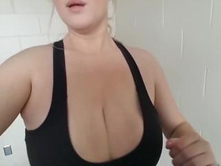 Amateur Gym Slut Bouncing and Flashing on Treadmill