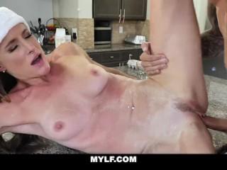 GotMylf – Hot MILF Toys Herself In The Bath