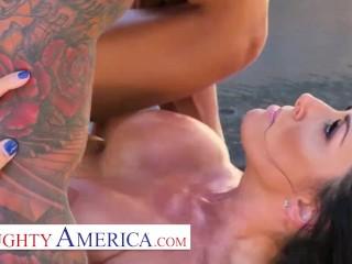Naughty America – Sharon Fuller (Reagan Foxx) fucks by the pool