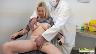 無料ポルノセックス - Old Nanny - Big boobs Oldnanny歯科医院猫なめる冒険