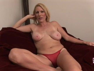 Soccer Mom MILF Spreads Pussy Wide Before School Pick Up