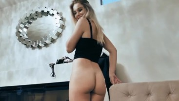 Petite PAWG giving head