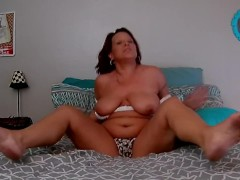 MOM SEDUCES SPYING STEPSON. SQUIRTING PUSSY MOMMY