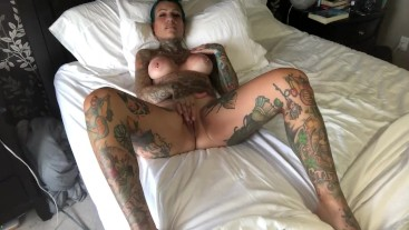 Tattooed milf Tsunami Starr cumming with toy during solo play