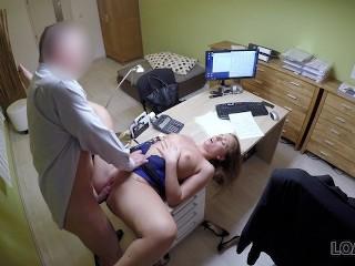 LOAN4K. Rubia llega a la agencia de prestamos y tiene sexo salvaje por dine