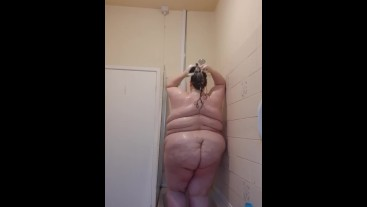 SSBBW SHOWER TIME FUN LETS GET WET AND SOAPY