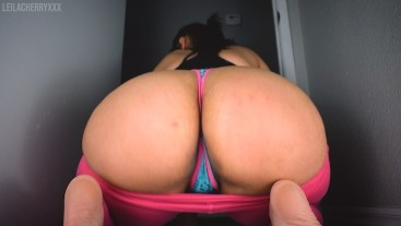 Girlfriend Gives BJ and Ass Worship in Leggings