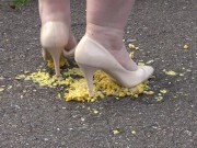 Crush-fetish. Thick legs in heels crushed the corn mercilessly.