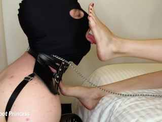 Slave Worships My Feet  Little Foot Princess (12 Aug 2019)