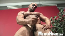 Muscle Worship a Competitive Bodybuilder with a big dick!