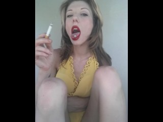 Sweet smoking Roxy tongue ash- grey eyed angel flashing n yellow dress+keds (14 Aug 2019)