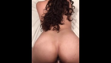 Pre gym workout with a thick Latina girl