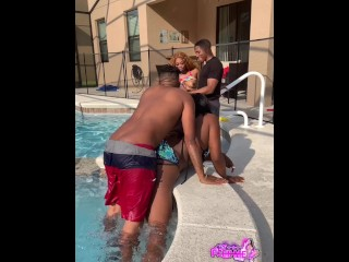 Hot Outdoor Ebony Pool Party Leads To Blowjobs