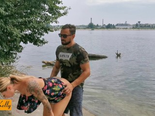 Amateur couple caught fucking in the public park. WetKelly (20 Aug 2019)