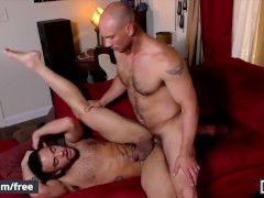Men.com - Bubble butt Beaux Banks gets fucked by DILF John Magnum