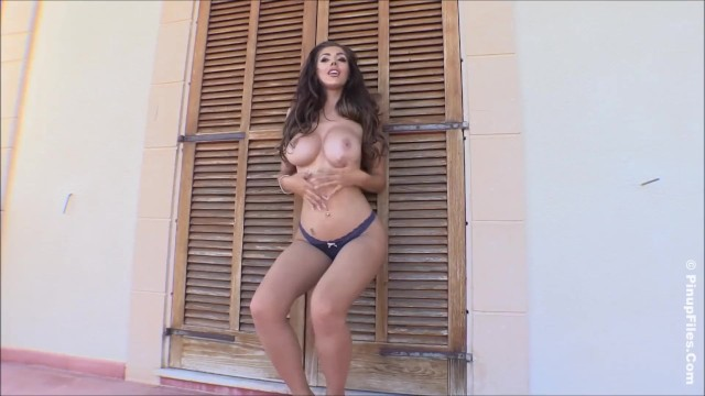 Password bigtitsglamour xxx - Love watching busty cara rose as she twerk and shaking her bigtits