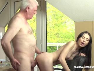 Old Doctor Prescribes Facial to Horny Babe
