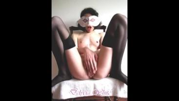 Delycia White: me masturbo sobre la silla tras una caliente sesión de fotos