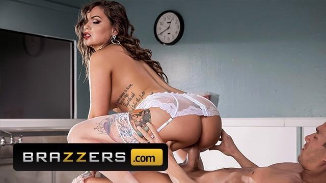 Sponge bathe sex scenes Brazzers - busty nurse karmen karma gives sponge bath