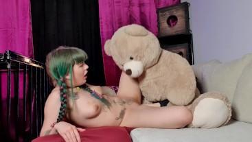 MissHornyG fuck with teddy bear and cum very hard!