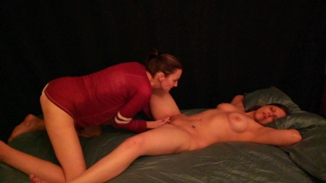 Lesbian gets fucked by girlfriend with Strap-on and has amazing orgasm