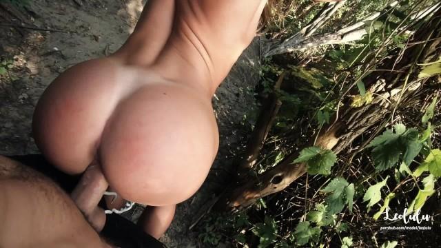 Quick (Very) Public Sex at the Lake! Amateur Couple LeoLulu