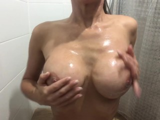 Hot girl oil huge piercied tits, peferct ass and hot pussy
