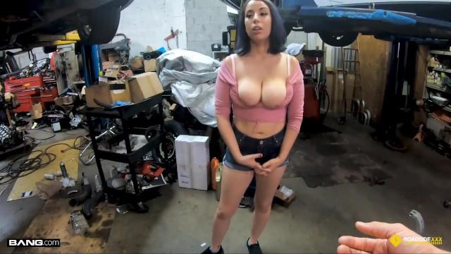 Roadside - Horny Roadside Assistance Fucks Busty Latina