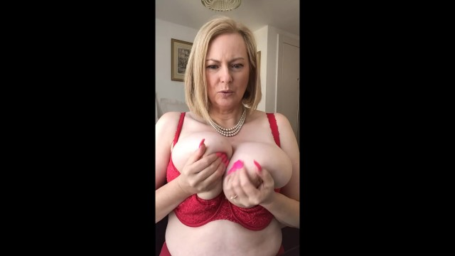 Annabel and the bra that's too small
