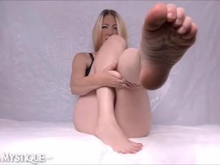 Foot joi/worship wrinkled foot foot fetish