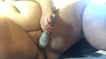 BBW squirts a pool