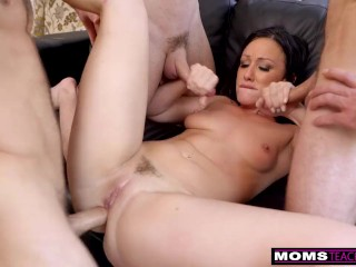 MomsTeachSex – Step Mom Shows My Football Team How To Fuck S11:E3