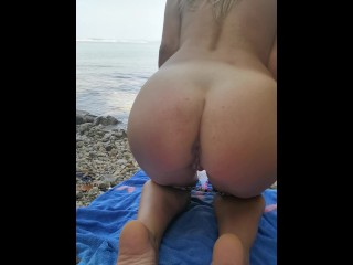 Perfect ass going nude at public beach